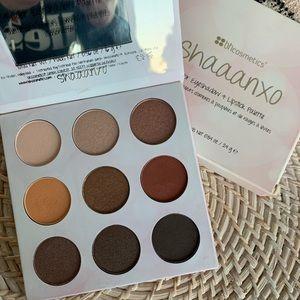Bh Cosmetics eyeshadow & lipstick palette